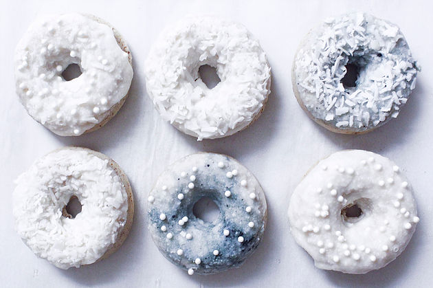 Mini Vanilla Donuts With Peppermint Icing